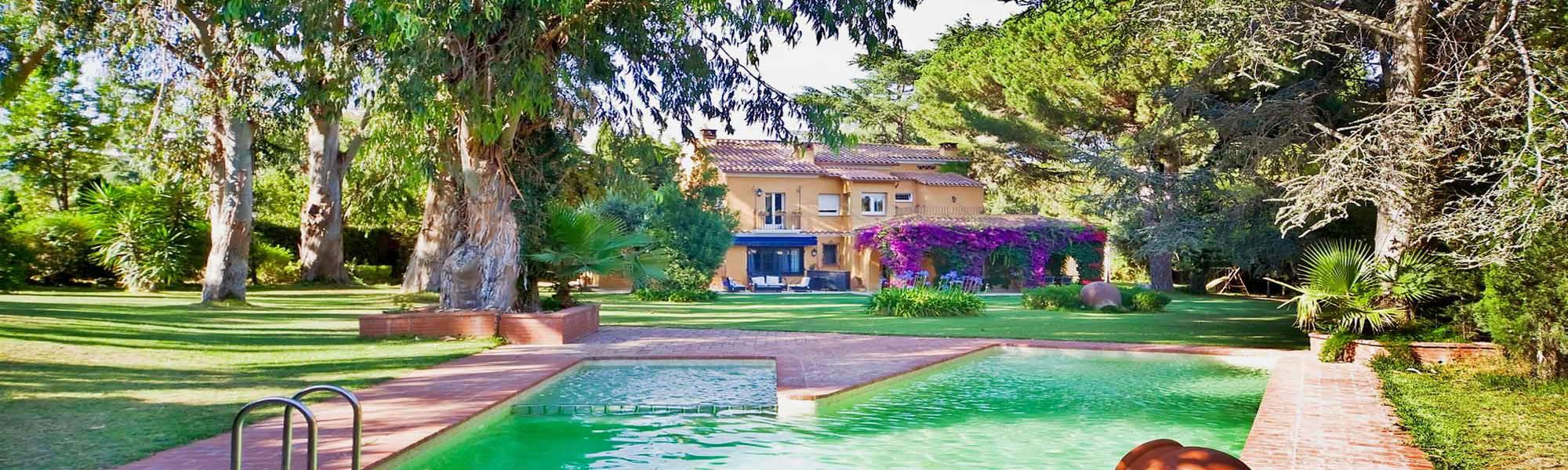 Casas de Lujo y apartamentos en el Maresme en venta o alquiler